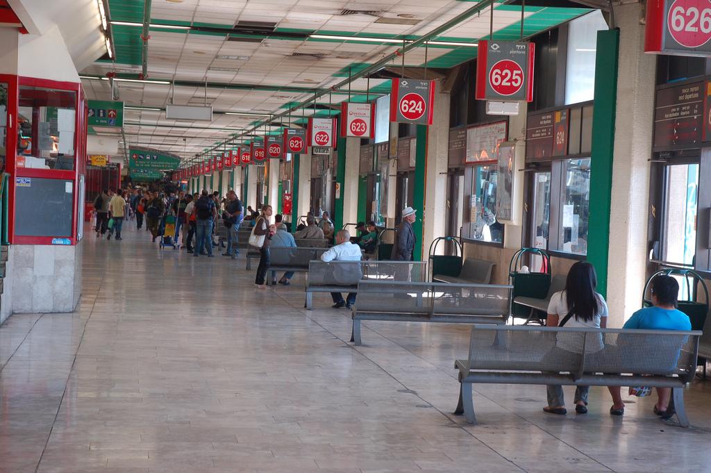את מי התחנה המרכזית נועדה לשרת? (צילום: David King, אתר flickr תחת רישיון CC BY-NC-ND 2.0)
