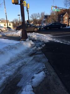הרשות המקומית מעבירה את האחריות על תחזוקת המדרכה לבעלי הבתים (צילום: ארז צפדיה)