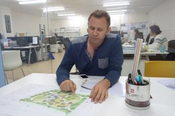 אדריכל נוף ליאור לוינגר (צילום: המעבדה לעיצוב עירוני)