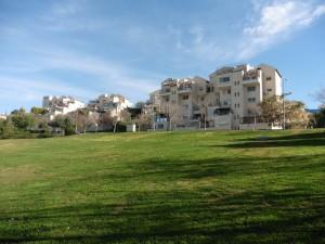 התפיסה התלת מימדית של הפארק נעלמה והתחלפה בעיצוב דו ממד, פארק איילון ברמת בית שמש, תכנון: ברוידא מעוז (צילום: המבעדה לעיצבו עירוני)