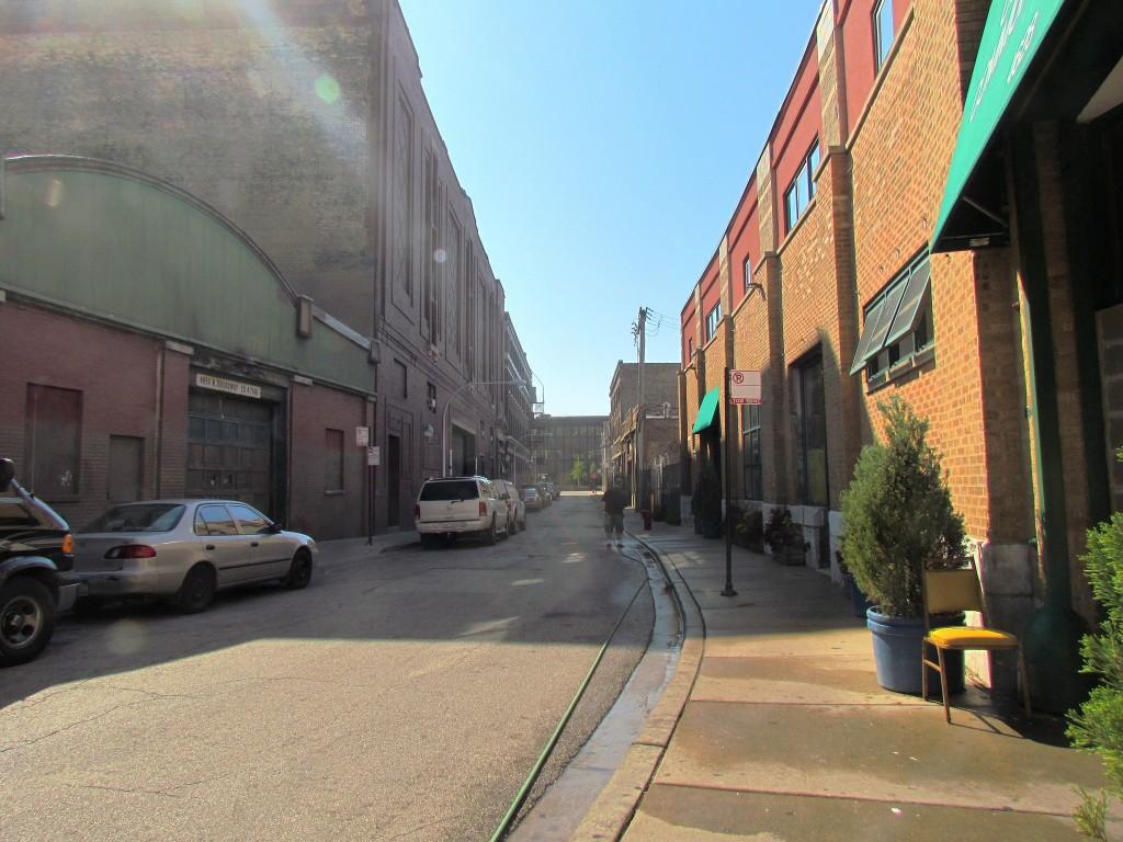לדברי הצלם בשנות השבעים התרחשו בסמטה זו בלבד באפ-טאון שיקגו עשרות רציחות, מעשי שוד ועבירות סמים שהקנו לה את השם 'סמטת הדמים' (צילום: chicago crime Scenes, Flicker.com)