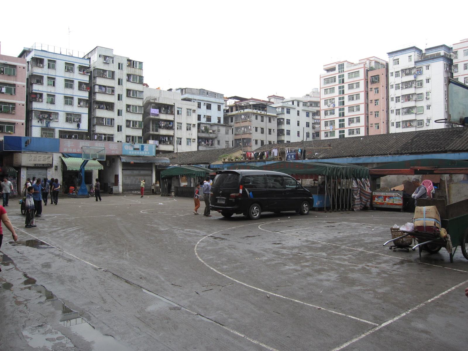 מחסור בשטחים ציבוריים , ושטחים פתוחים בכפר העירוני (צילום: דרור קוכן)