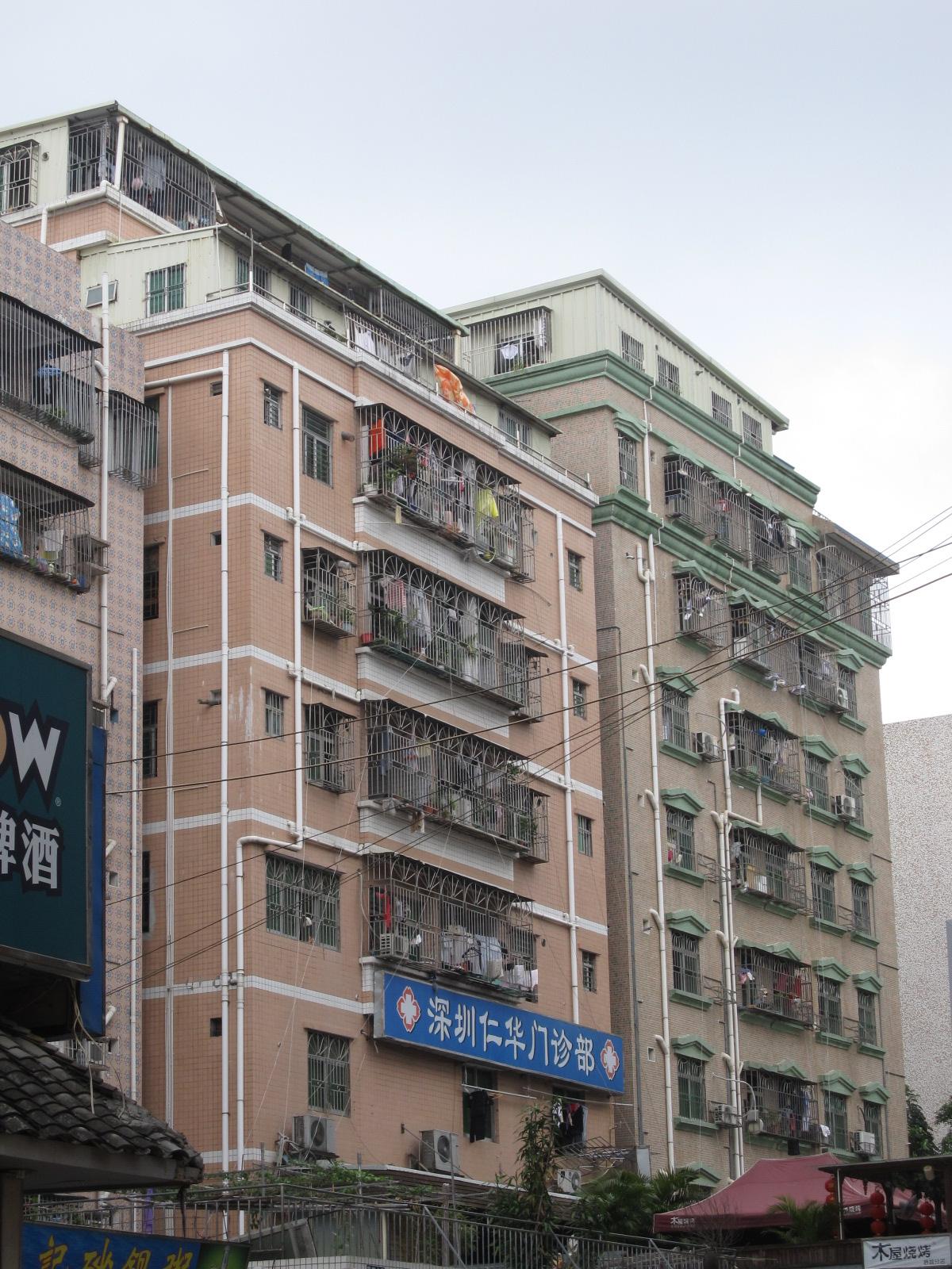 """""""בתי נשיקות"""" בכפר העירוני בסין, הבניה בשטח מגיעה לניצולת של 90% מהשטח (צילום: דרור קוכן)"""