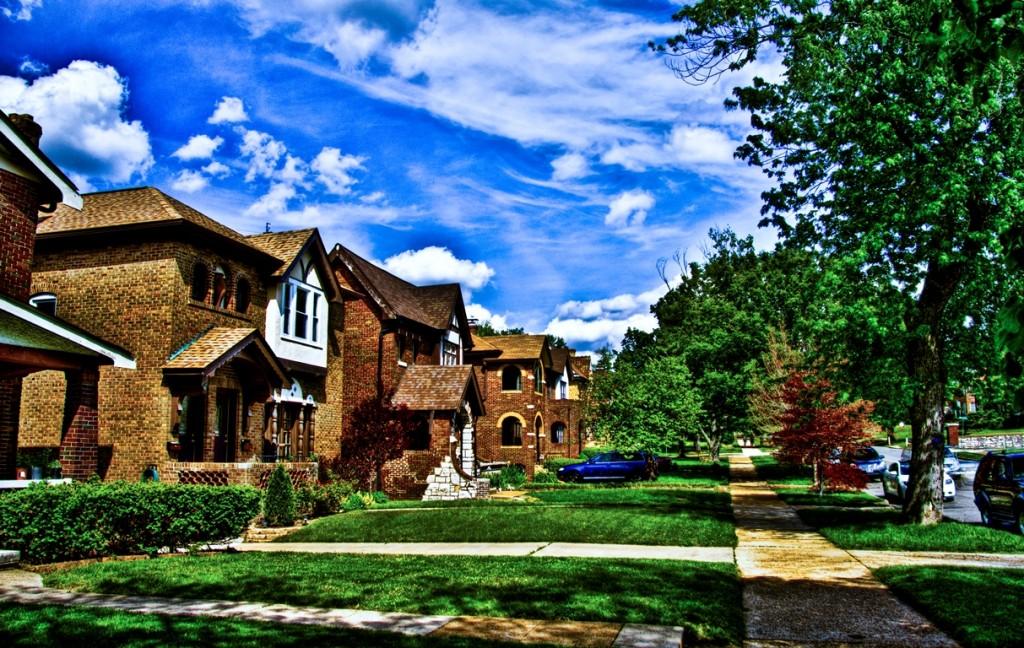 בתי המגורים החד משפחתיים מבקשים לשמר את אתוס החווה האמריקאי, לכל בית חלקה קטנה של אדמה, סנט לואיס, מיזורי (צילום: Morgan Burke Flickr.com)