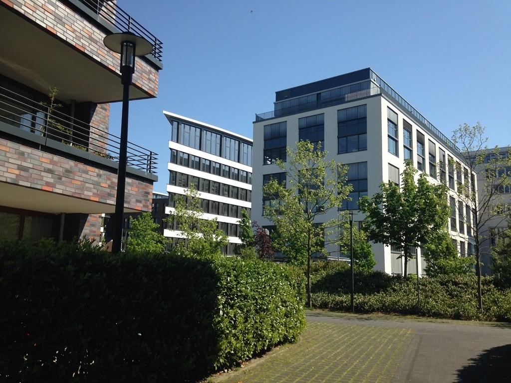 מגורים ומבני משרדים (צילום: טלי חתוקה)