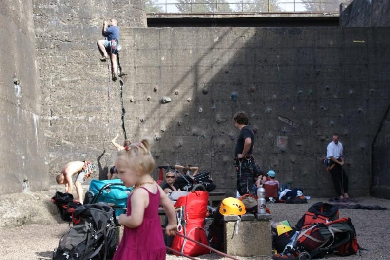 קיר טיפוס שהוקם בבנוקר העופרת מסב לו משמעות ושימוש חדשים, Duisburg Nord (צילום: Berliner Nachrichten, Flickr.com)
