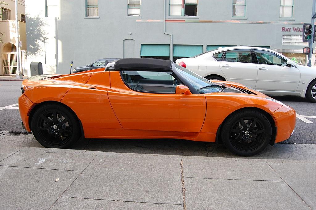 האם העתיד של חדשנות בעולם הניידות יהי ברכבים חשמליים, רכבים שנוסעים ללא נהג או שינוי קונספטואלי לרעיון ההתניידות בעיר, הבעלות על קניין אישי? טסלה- רכב חשמלי יכול לנסוע ללא נהג (צילום: Wikimedia)