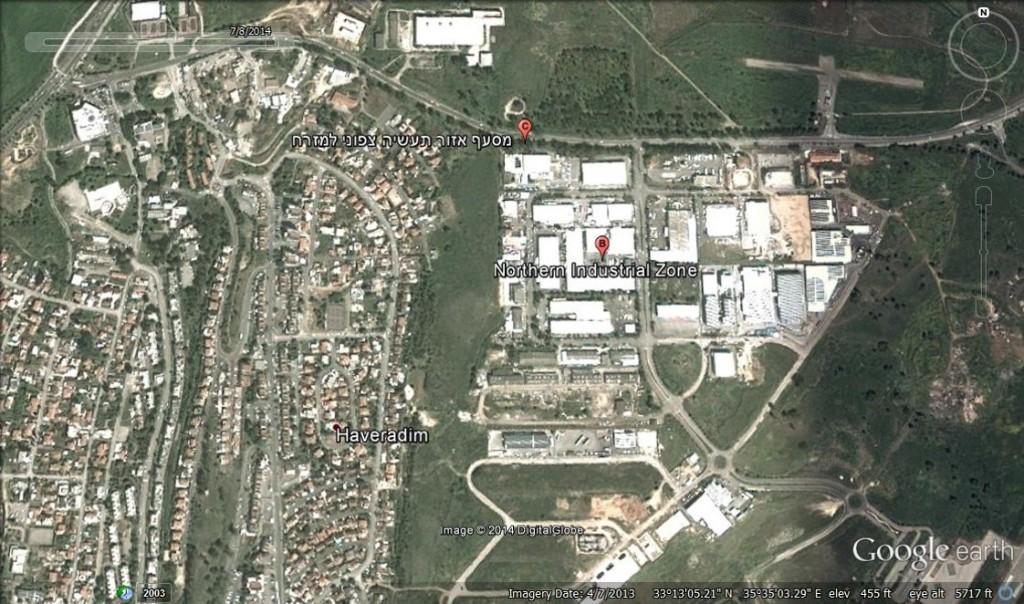 תצלום אוירי של קרית שמונה המראה את איזור החיץ בין שכונות המגורים ואיזור התעשיה