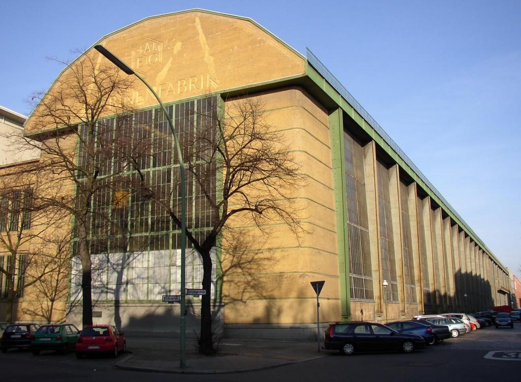 """האדריכל ברנס לא הסתפק בצרכים הסטרוקטורליים כקווים מנחים לעיצוב המבנה, אלא ביקש לכונן אחדות """"קלסית-חדשה"""" באמצעות חומרי הבניין מפעל AEG 1909 (צילום: Doris Antony, Flickr.com)"""