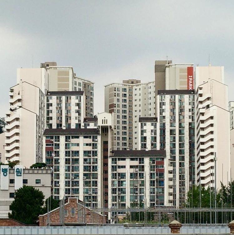 מבני מגורים ברובע סיאודאימון (Seodaemun-gu) בסמוך למרכז העסקי של סיאול. (צילום: יואב זהבי לונדון)