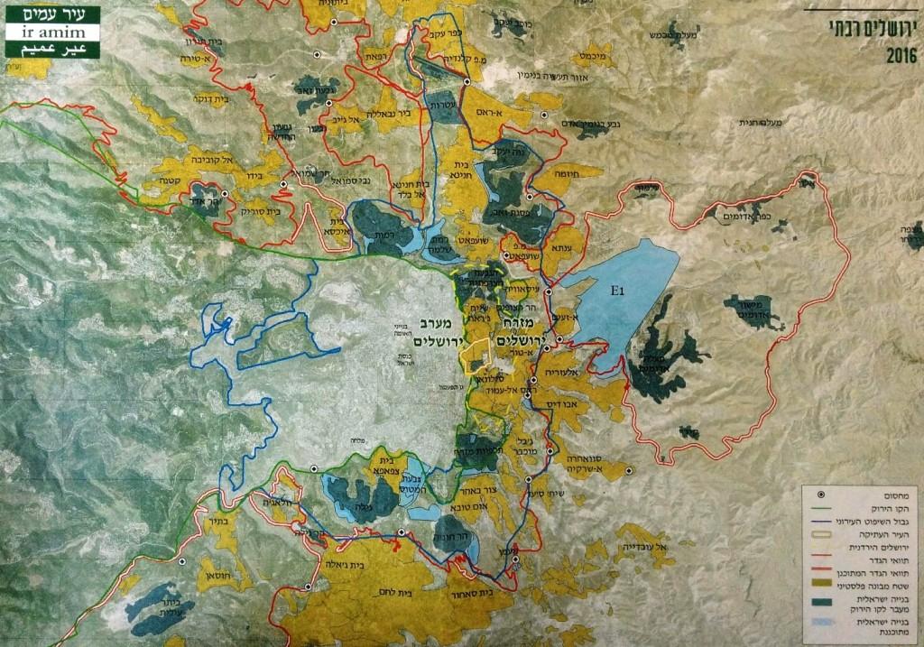 ניתן לראות את ביר נאבללה הכלואה בין גבולות הגדר המסומנים באדום, מפת מזרח ירושלים- ארגון עיר עמים
