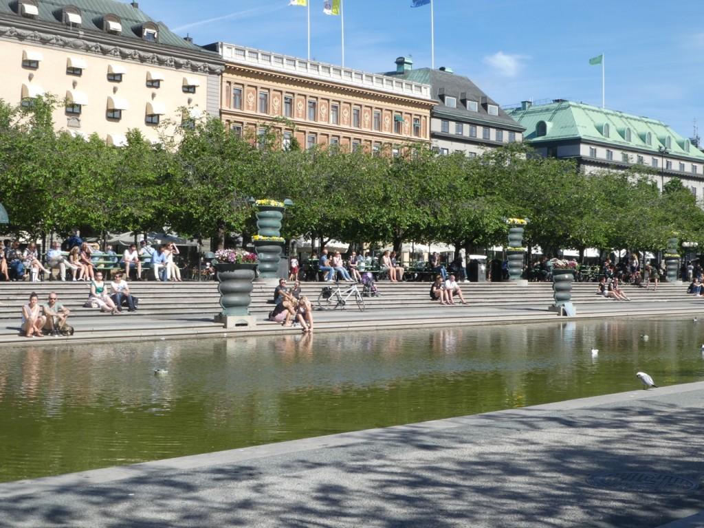 גן ציבורי ומקומות ישיבה נעימים במרחב הציבורי