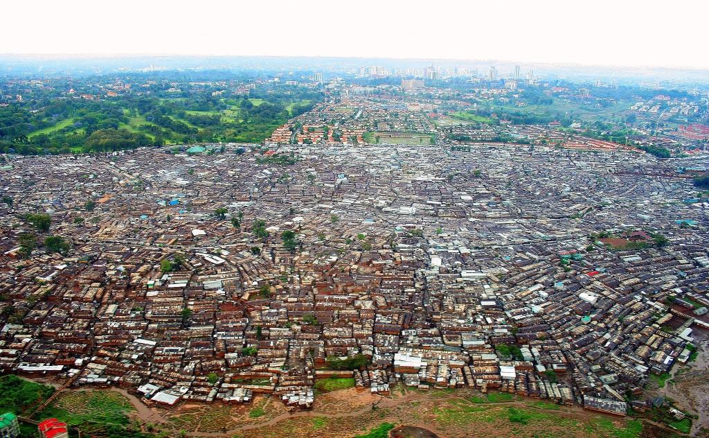 האורבניזציה מתרחשת בכל מקום אבל יש לה מאפיינים אחרים בדרום ובצפון הגלובלי. ניירובי קניה (צילום: Schreibkraft Wikimedia)