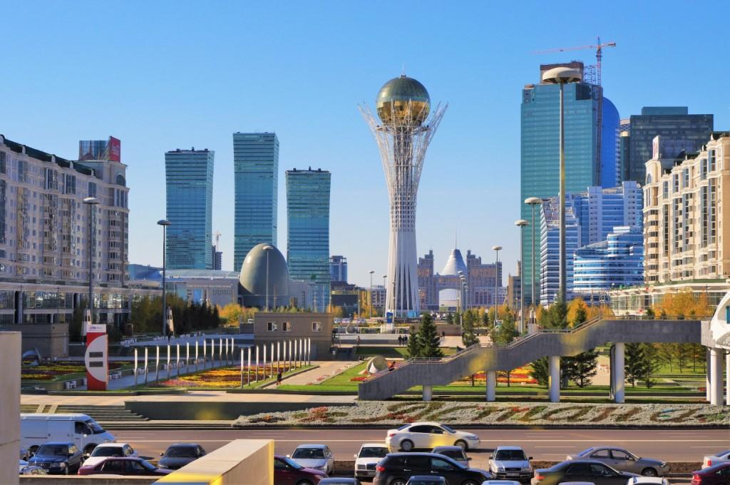 מנהיג קזחסטן מנצל את הכוח של האדריכלות לבנות מיתוסים, האקלקטיות האדריכלית הופכת את העיר לדיסנילנד על סטרואידים לאומיים (צילום: Ken and Nyetta, Wikimedia)
