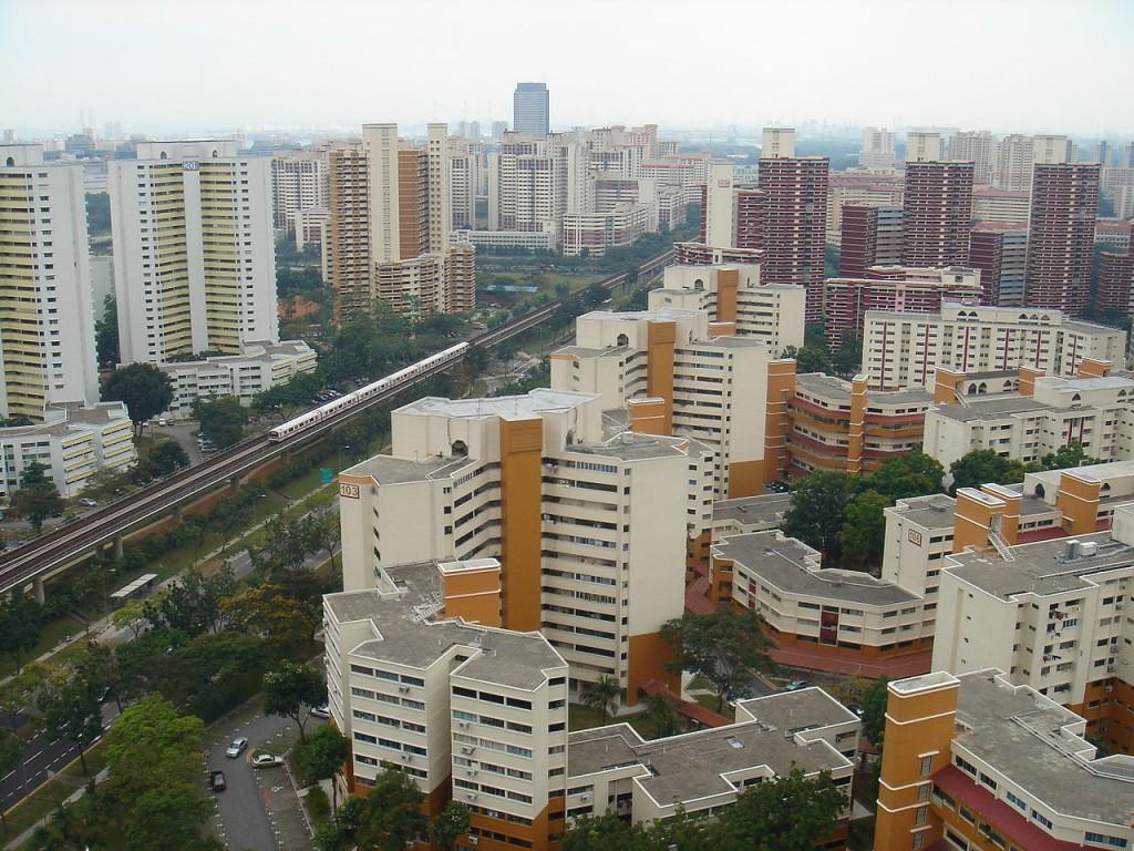 השכונה Bukit Batok נבנתה בשנות השבעים, קודם לכן הייתה אזור תעשייה עם מגורים מאולתרים, במחצית שנות השבעים היא נבנתה תחת הרעיונות של עיר מגורים מודרנית (צילום: mailer_diablo Wikimedia)