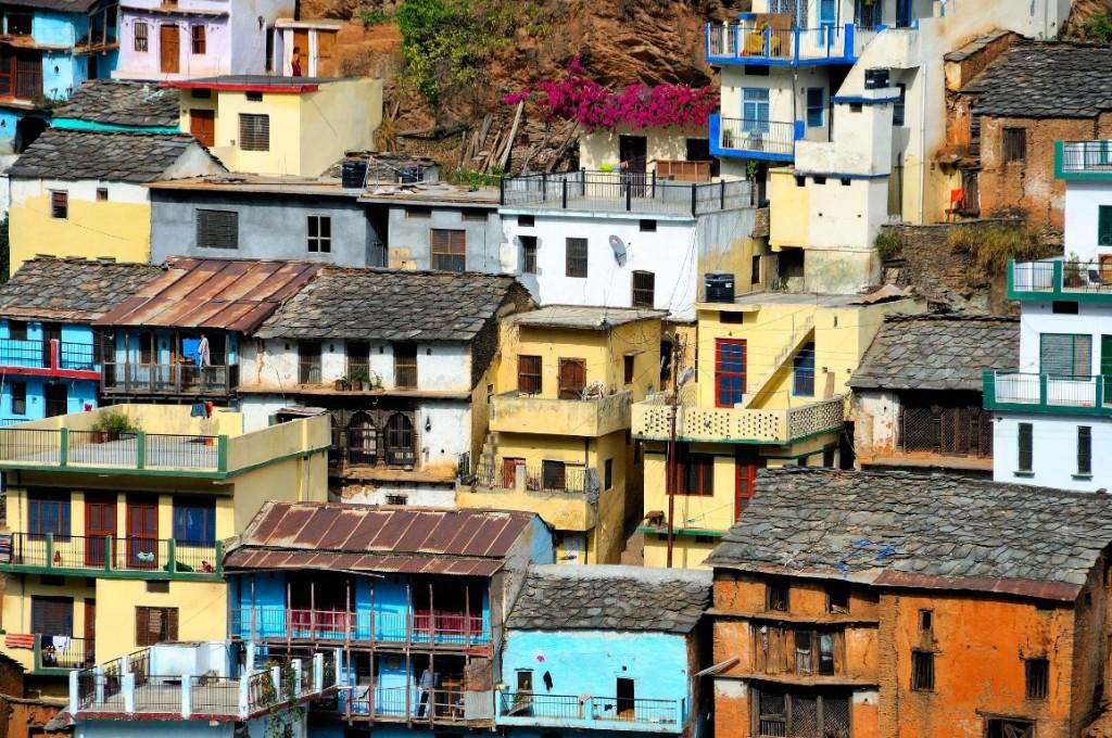 """בגיאוגרפיה תרבותית, בפסיכולוגיה ובפילוסופיה משתמשים במושג """"בית"""" המתייחס להיבטים הרגשיים, החומריים, המרחביים, הטמפורליים, והחברתיים של סביבת החיים (צילום: Ralf Kayser, Flickr.com Himalaya India)"""