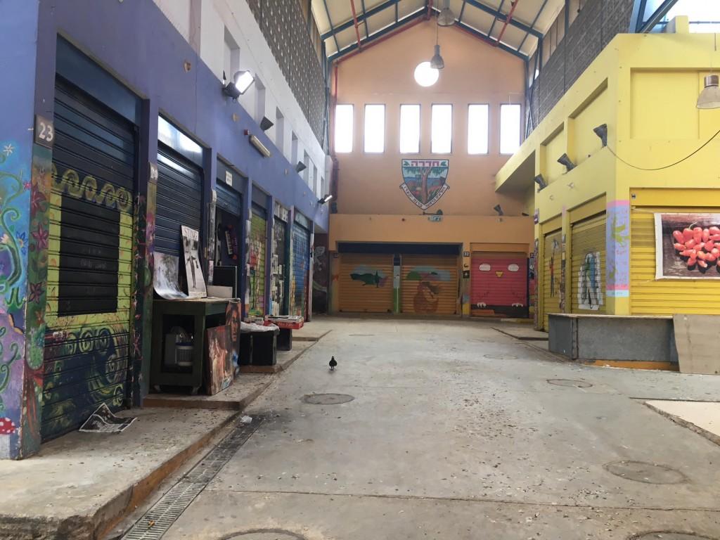 """שוק חדרה ביום חו""""ל בשעות הצהריים, מראה עצוב (צילום: גילי ענבר)"""